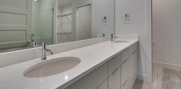 Quartz White Vanity 2 600x300